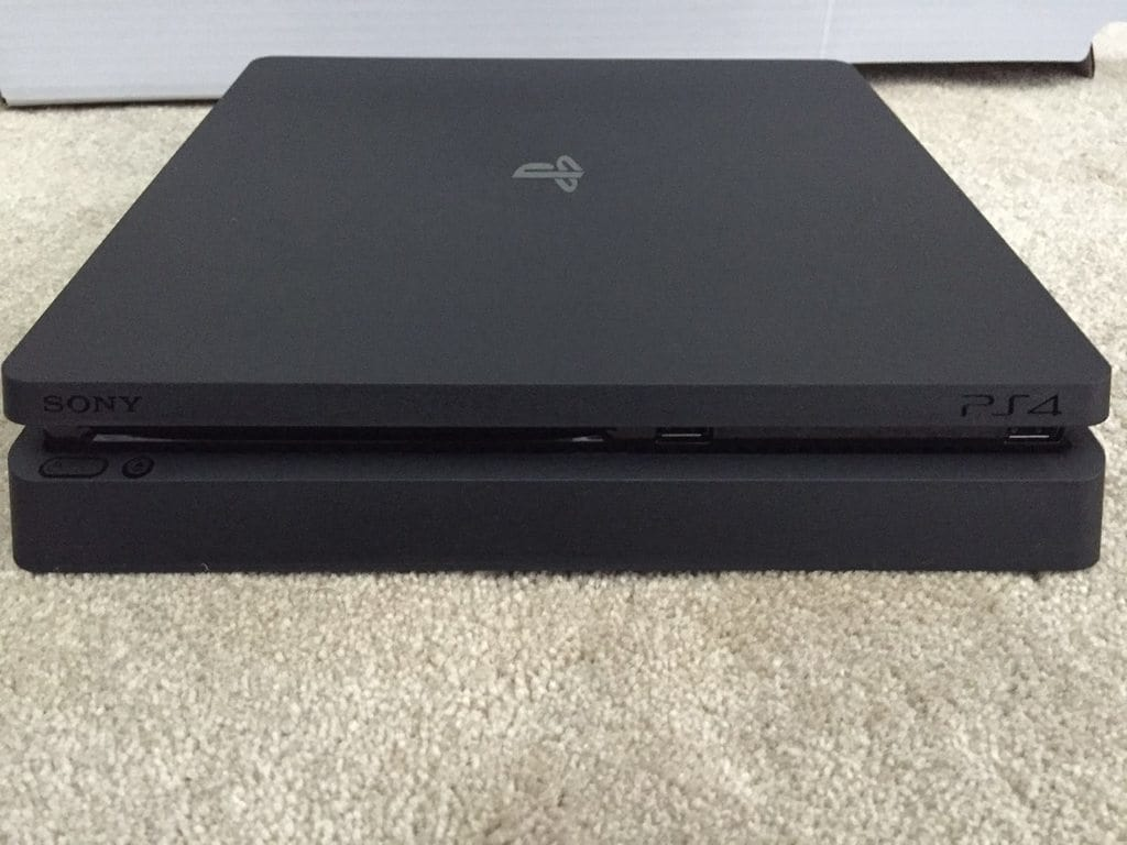 PlayStation 4 Slim c