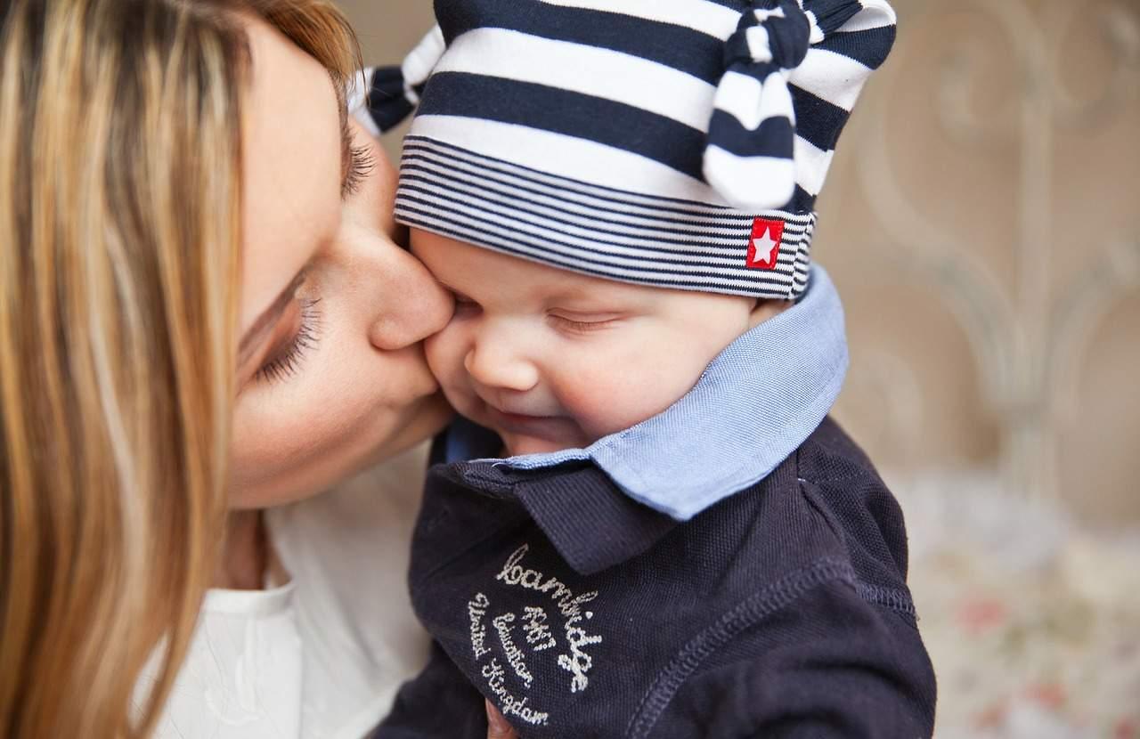 Un beso puede matar a un bebé